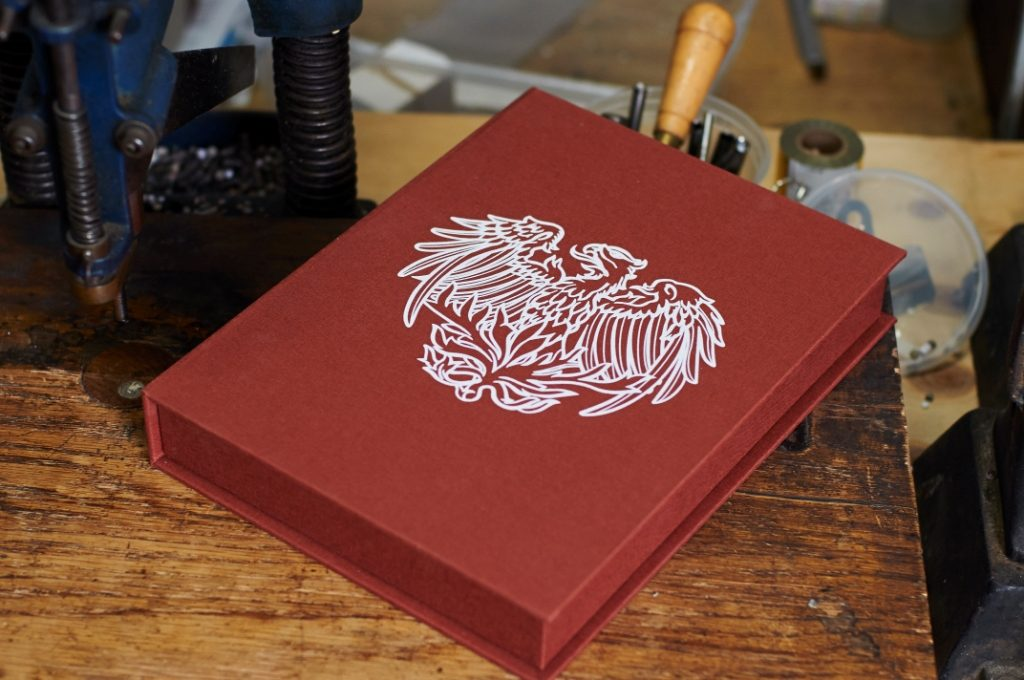 university of chicago, bella forte designs, custom clamshell box, screen printing,